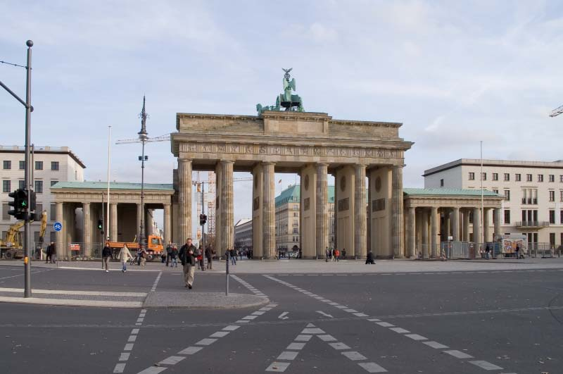 Berlin_Pariser_Platz_Brandenburger_Tor_West